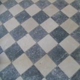 Marmor als Schachbrett verlegt